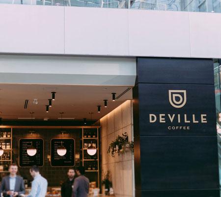 Oakmont accueilli chaleureusement leur nouveau client: Deville